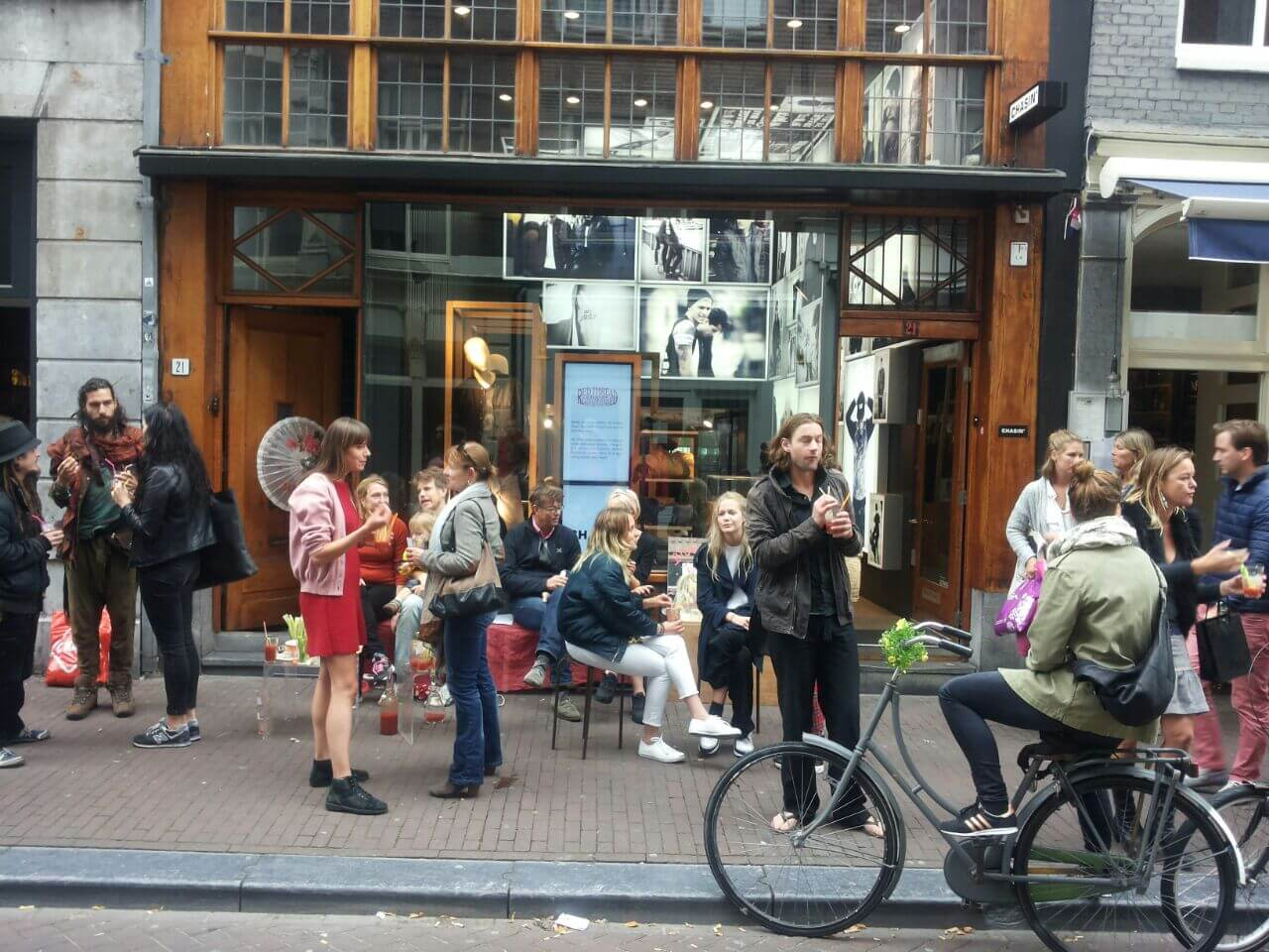 Bloody Tourists – Bankjescollectief